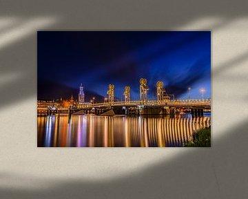 Stadsbrug en skyline van de stad Kampen van Sjoerd van der Wal