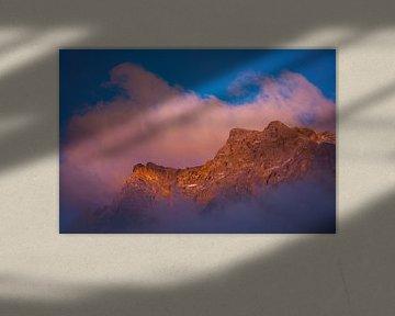 Rollende wolken gedurende zonsondergang van StephanvdLinde