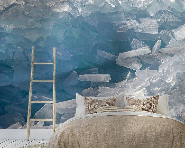 Sfeerimpressie behang: Een berg kruiend ijs van Barbara Brolsma