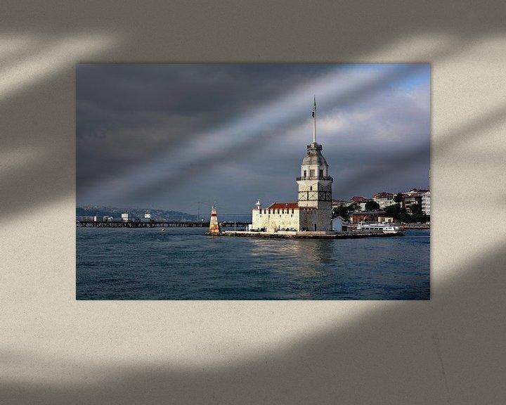 Sfeerimpressie: Foto van de Maiden Tower in de Bosporus, in Istanbul, Turkije. Reisfotografie. van Eyesmile Photography