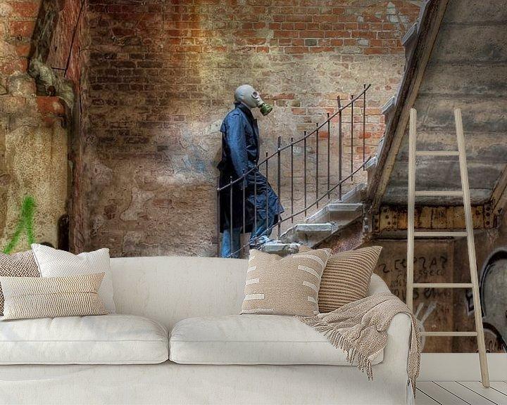 Sfeerimpressie behang: Masked Man van Henny Reumerman
