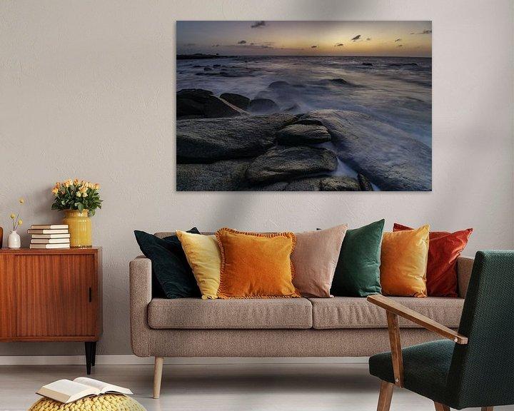 Impression: Vagues s'écrasant sur la côte rocheuse de la côte nord d'Aruba au coucher du soleil sur Arthur Puls Photography