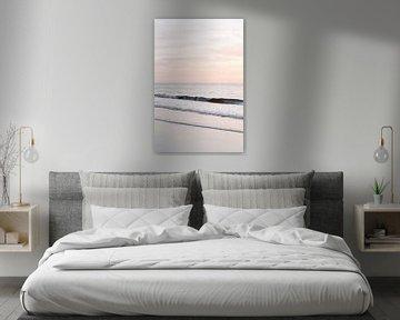 Pastelroze zonsondergang op het strand II | zee | kust | Nederland van Mirjam Broekhof