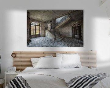 Treppe in verlassenem Schloss von Maikel Brands