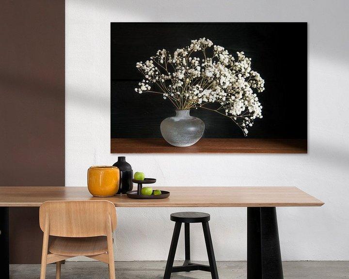 Sfeerimpressie: Stilleven met wiite bloemen van Felix Sedney