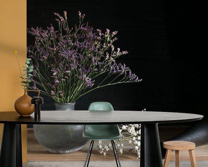 Sfeerimpressie behang: Stilleven met kleurrijke bloemen van Felix Sedney