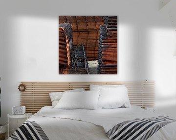 Oranje abstract ijzerwerk van Annemie Hiele