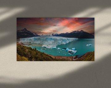 Zonsopgang bij de Perito Moreno gletsjer in Patagonië, Argentinië van Dieter Meyrl