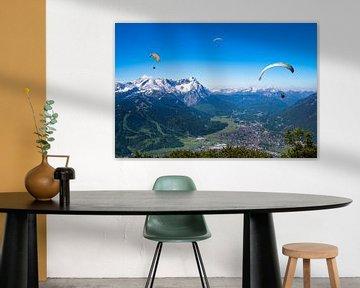Paraglider über Garmisch Partenkirchen