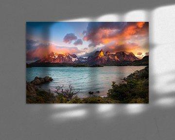 Cerro Torre Lago Pehoe in de ochtend, Torres del Paine Nationaal Park, Chili van Dieter Meyrl