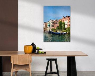 Vue de bâtiments historiques à Venise, Italie sur Rico Ködder