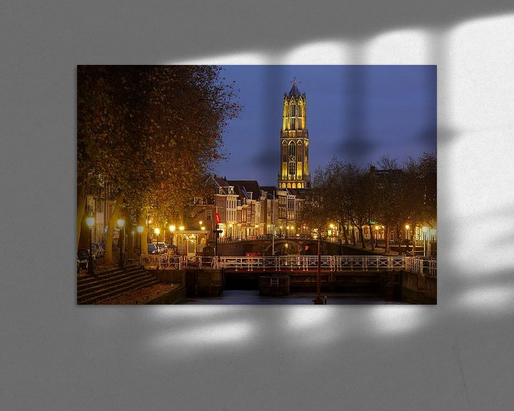 Sfeerimpressie: Weerdsluis, Oudegracht en gele Domtoren in Utrecht van Donker Utrecht