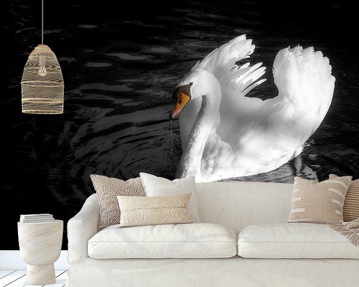 Sfeerimpressie behang: Dreigende zwaan van Jan van der Knaap