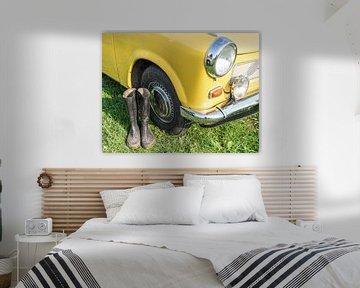 gele Trabant 601 oldtimer uit Oost-Duitsland van Animaflora PicsStock