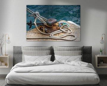 Aanmeren van boot met touwen van Fartifos
