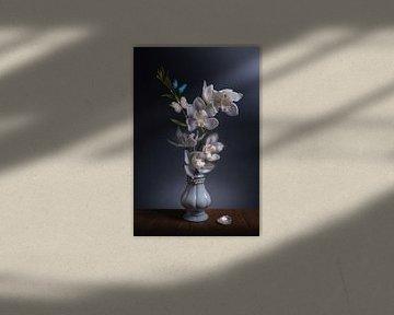 Blumenstillleben Blue Pearl von Sandra Hazes