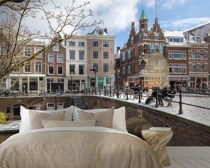 Sfeerimpressie behang: Oudegracht met Smeebrug in winterse sfeer, Utrecht. van André Russcher
