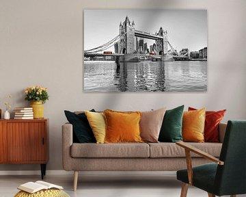 Tower Bridge in Londen van Dieter Meyrl