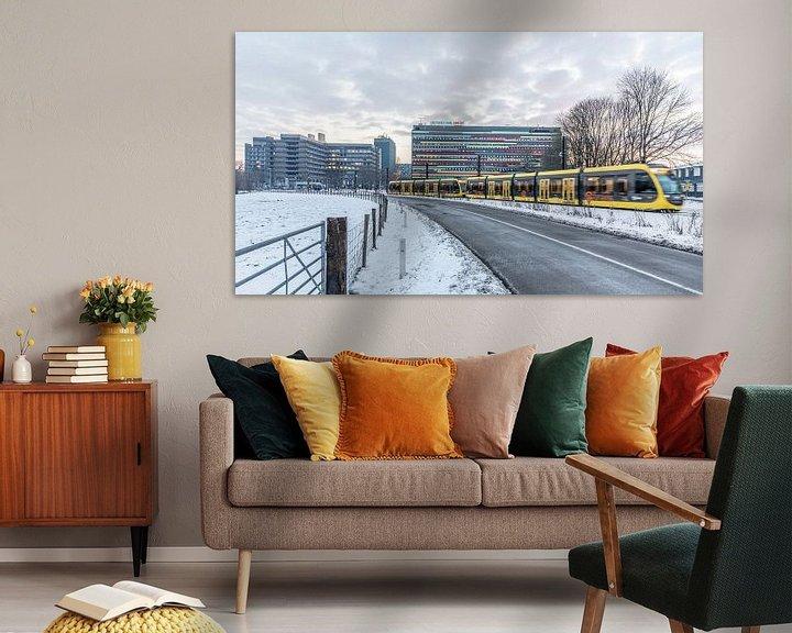 Sfeerimpressie: Tram op een besneeuwd Utrecht Science Park van De Utrechtse Internet Courant (DUIC)