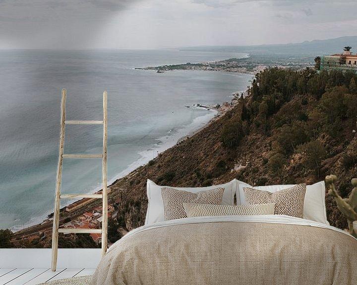 Beispiel fototapete: Blick auf das Meer von Taormina Stadt, Sizilien Italien von Manon Visser