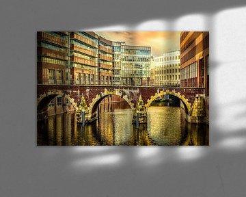 Spiegeling Ellernstorsbrücke in de Herrengrabenfleet in Hamburg van Dieter Walther