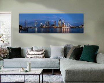 Panorama kop van zuid in de nacht van Prachtig Rotterdam