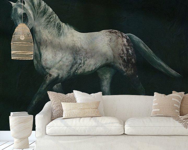 Sfeerimpressie behang: Paarden -Wit paard doet dressuur oefening van Jan Keteleer