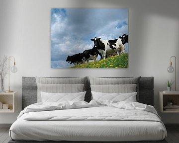 Koeien op een dijk van Rene van der Meer