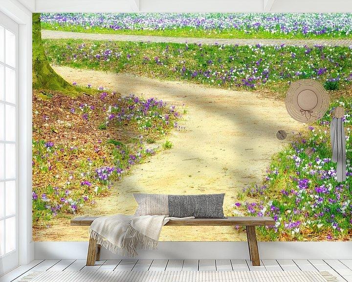 Sfeerimpressie behang: Pad met krokussen van Jessica Berendsen