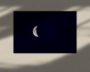 Mondsichel am Himmel von Marcel Derweduwen