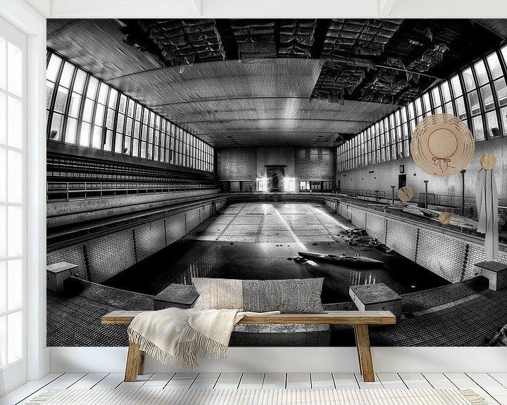 Sfeerimpressie behang: Verlaten zwembad van Eus Driessen