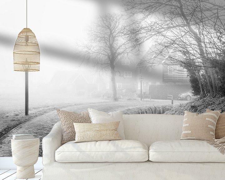 Sfeerimpressie behang: Dorp in de mist van Ton de Koning