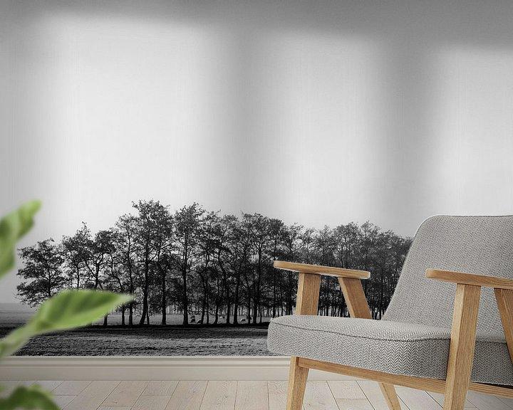 Sfeerimpressie behang: Eenzame rij bomen van Ton de Koning