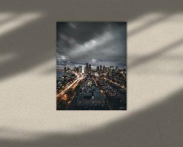 Donkere wolken boven Rotterdam (verticaal) van MAT Fotografie