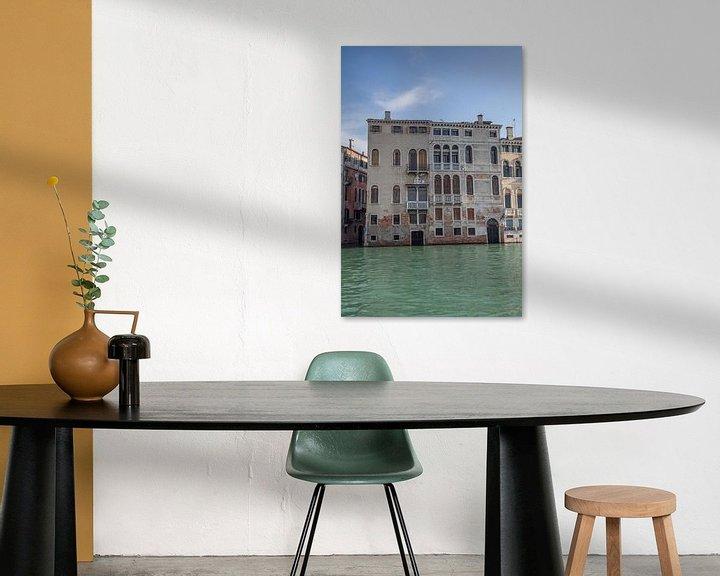 Beispiel: Alte Gebäude am Kanal im alten Zentrum von Venedig, Italien von Joost Adriaanse