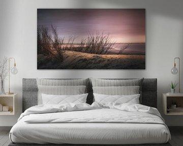 Kleurrijke avond boven strand in Zeeland van Michel Seelen