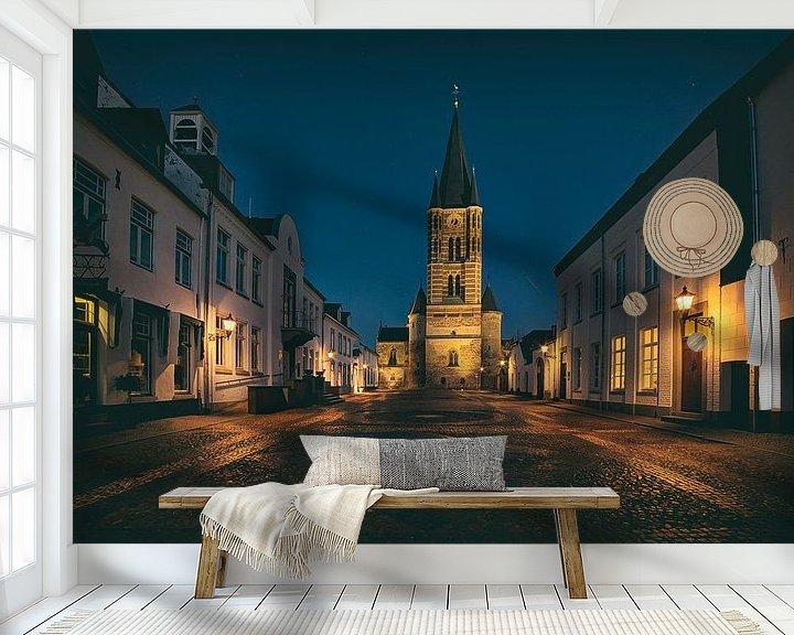 Sfeerimpressie behang: Een verlaten plein in Thorn, het witte stadje in Limburg van Eus Driessen