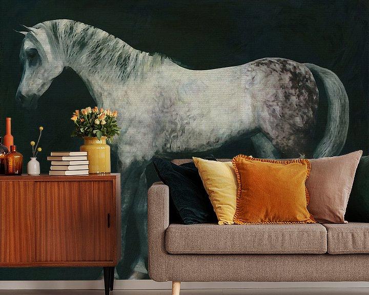 Sfeerimpressie behang: Arabisch paard rechtop van Jan Keteleer
