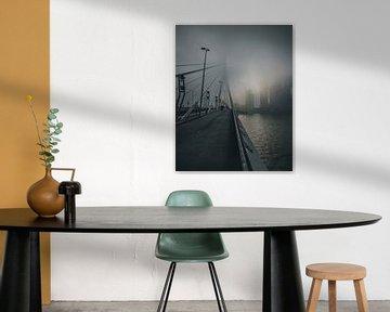 Erasmusbrug in de ochtend mist van MAT Fotografie