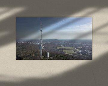 dronebeeld van een televisietoren van Adrian Meixner