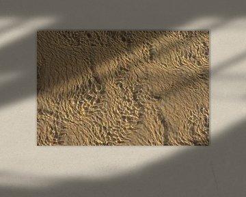 Motifs dans le sable et les eaux peu profondes