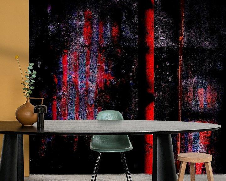 Sfeerimpressie behang: Red_Pillar_before_Wall_at_Night van Manfred Rautenberg Photoart