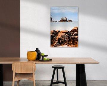 Split Apple Rock in Nieuw Zeeland in kalm landschap van Niels Rurenga
