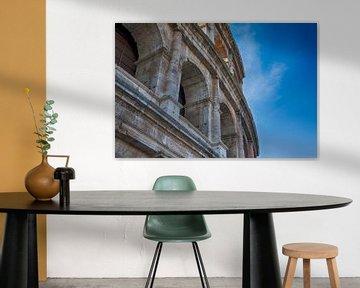 Close-up van het amfitheater Colosseum | Blauwe lucht | Rome, Italië | Architectuur | Reisfotografie van Diana van Neck Photography
