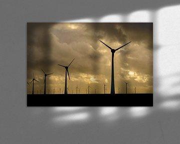 Windpark met rijen windmolens tijdens zonsondergang van Sjoerd van der Wal