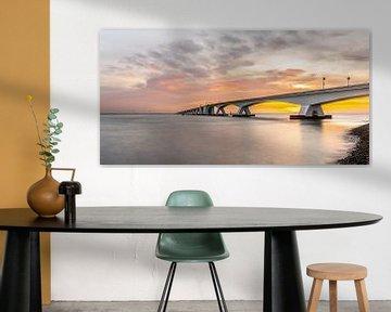 Zonsondergang Zeelandbrug bij Zierikzee van Jan Poppe