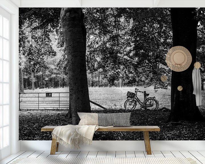 Sfeerimpressie behang: Twee geparkeerde fietsen in het bos, fotoprint van Manja Herrebrugh - Outdoor by Manja