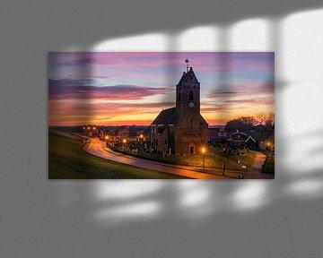 Zonsopkomst bij de Mariakerk in Wierum