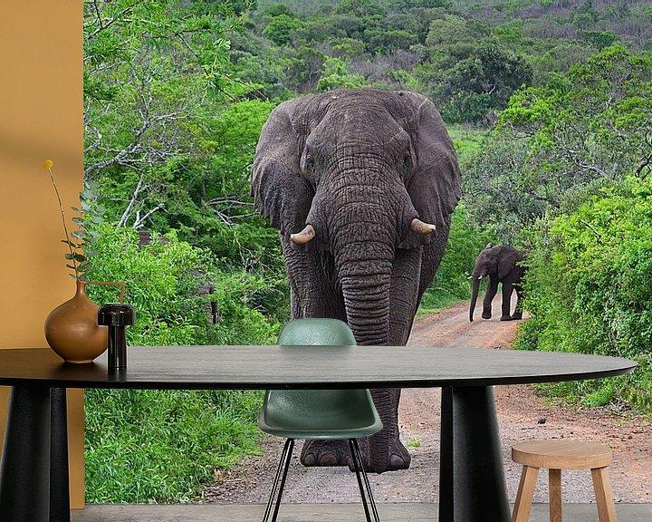 Sfeerimpressie behang: Olifant in Hluhluwe-Imfolozi Game Reserve van JTravel