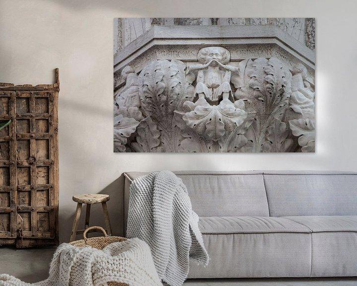 Sfeerimpressie: Beelden op zuil van Dogenpaleis in de oude stand Venetie, ItalieBeelden op zuil van Dogenpaleis in d van Joost Adriaanse